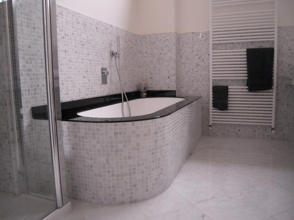 Bagno classico in marmo sinergy zero9 - Bagno classico piastrelle ...